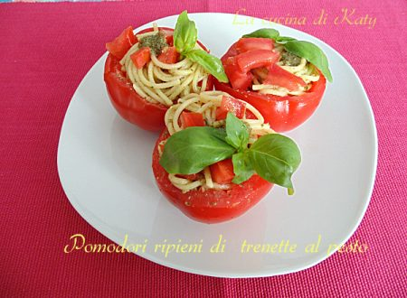 Pomodori ripieni di trenette al pesto