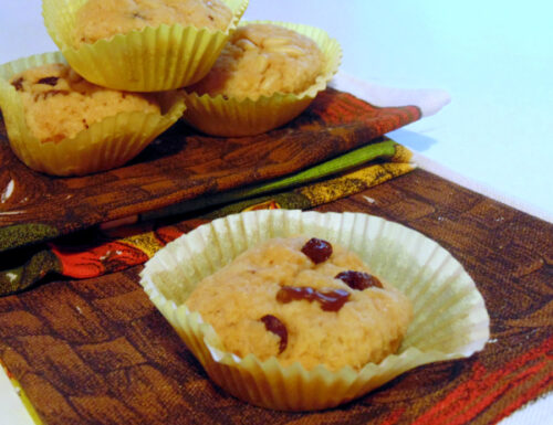 Biscotti all'olio con uvetta e pinoli