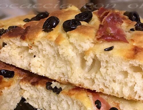 Focaccia morbida alle olive | Ricetta per microonde