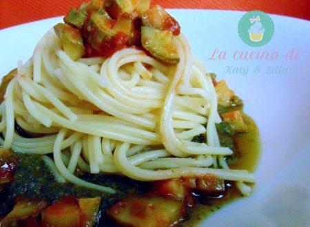 Pasta con zucchine e pesto