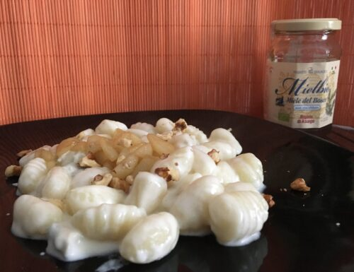 Gnocchi al gorgonzola con noci e pere profumate al miele