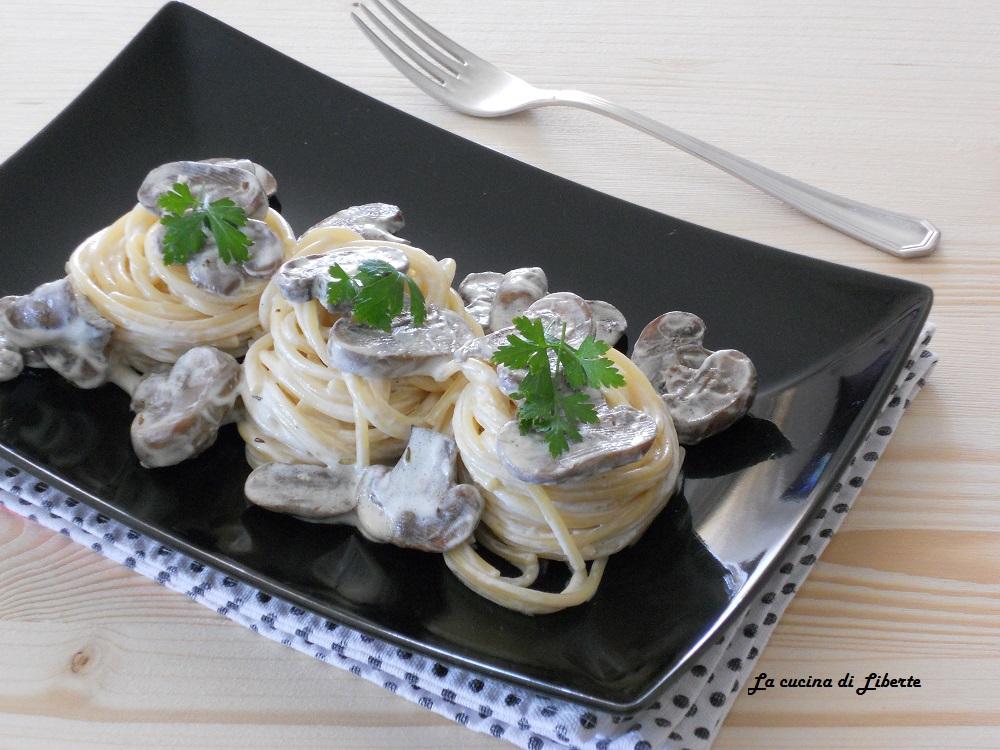Pasta con funghi e panna