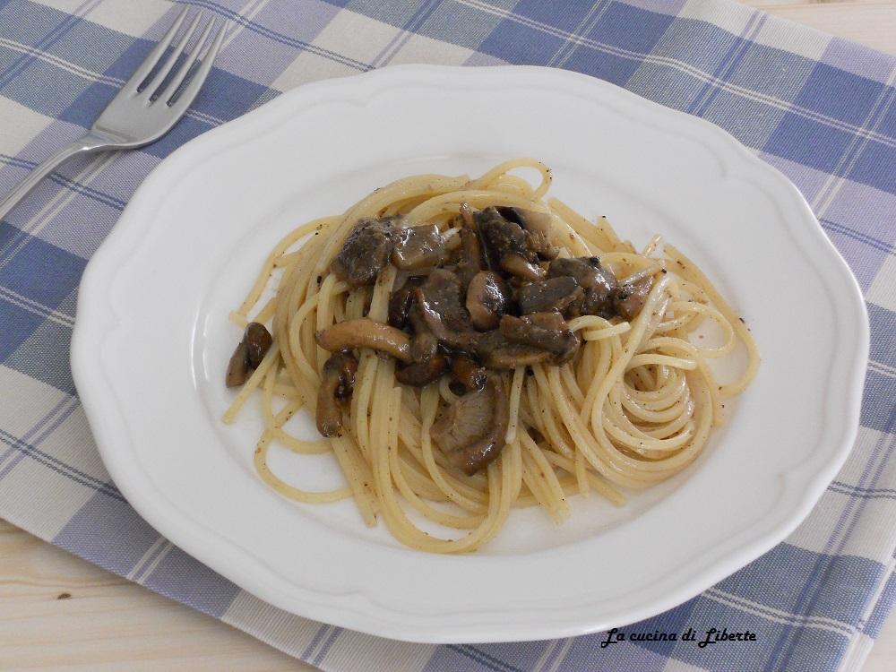 Spaghetti alla chitarra con funghi e tartufo