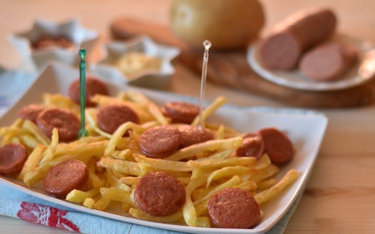 Patatine fritte e wurstel saporiti