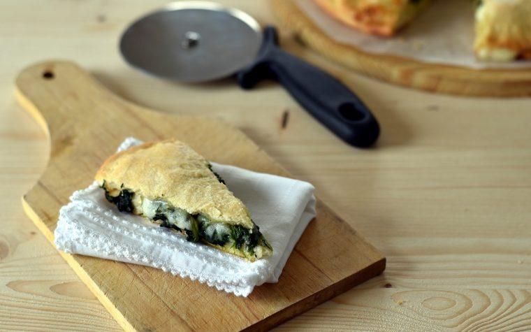 Focaccia rustica con spinaci e formaggio