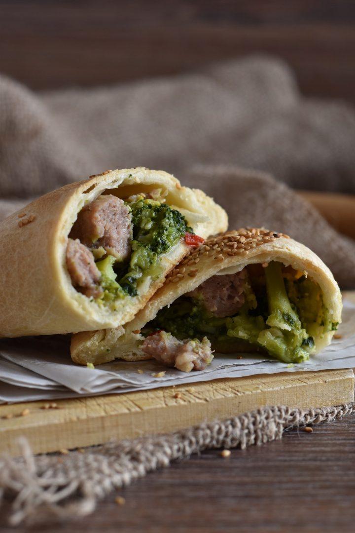 Calzoni ripieni al forno con broccoli e salsiccia 1d