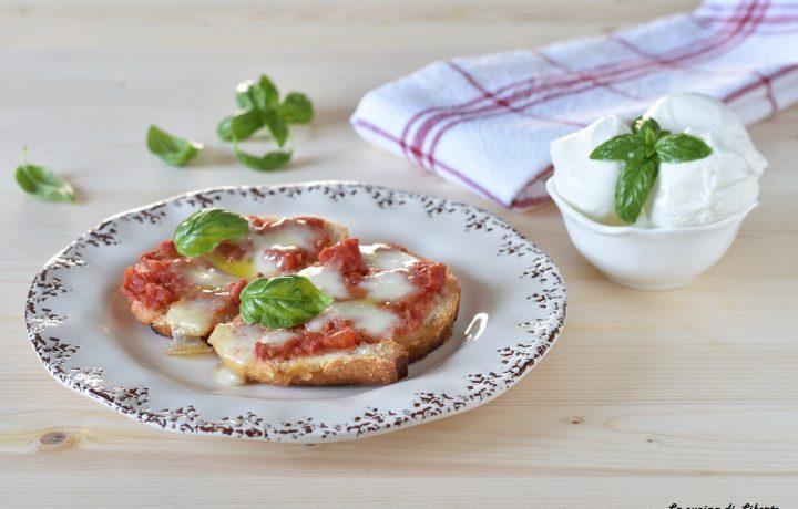 Pizza con pane raffermo