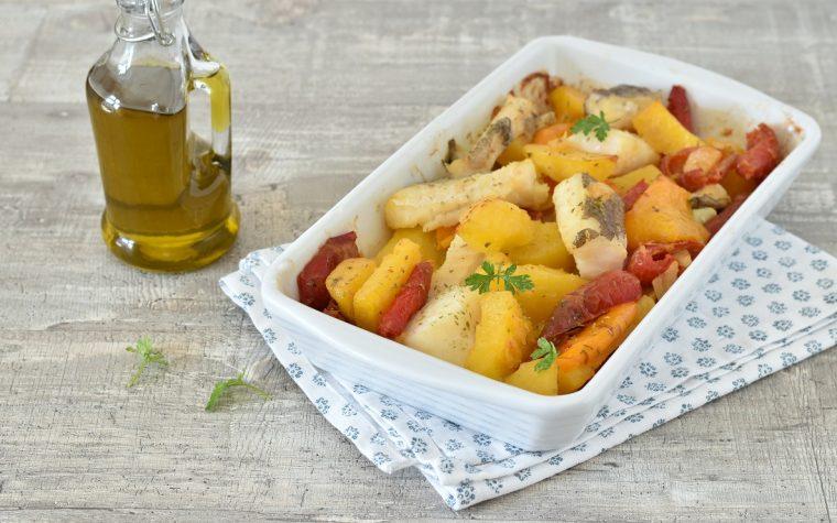 Baccalà al forno con patate e peperoni
