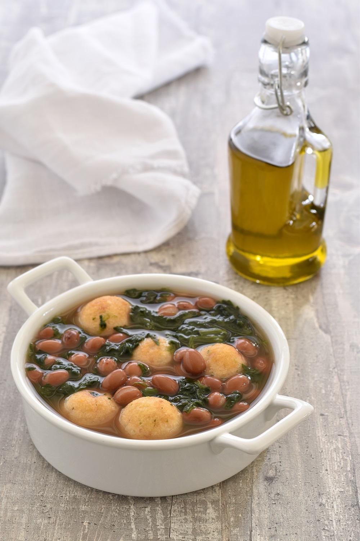 Zuppa di fagioli con polpette di pane de