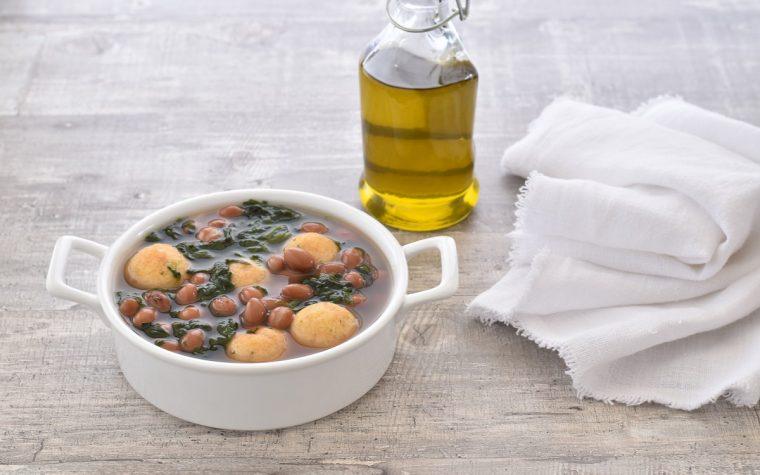 Zuppa di fagioli con polpette di pane