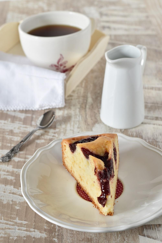 Torta con yogurt e marmellata de