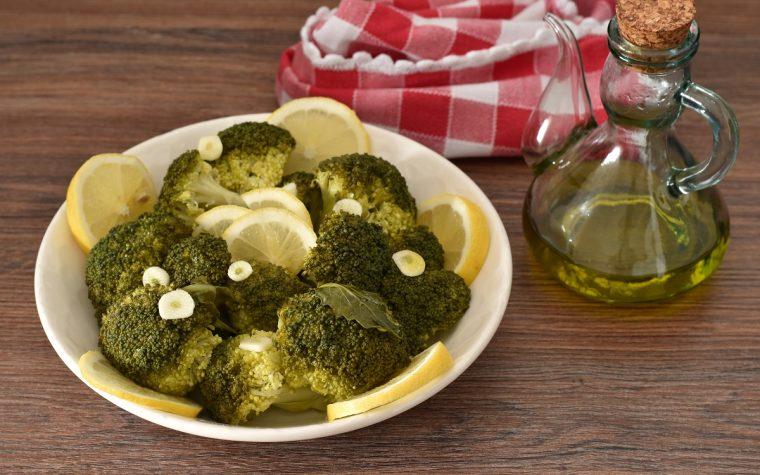 Broccoli lessi con olio e limone