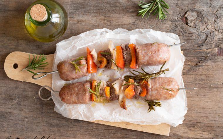 Spiedini di carne al forno con peperoni