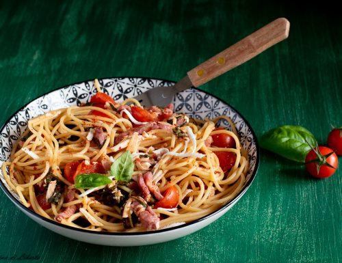 Spaghetti con la rucola e pomodorini