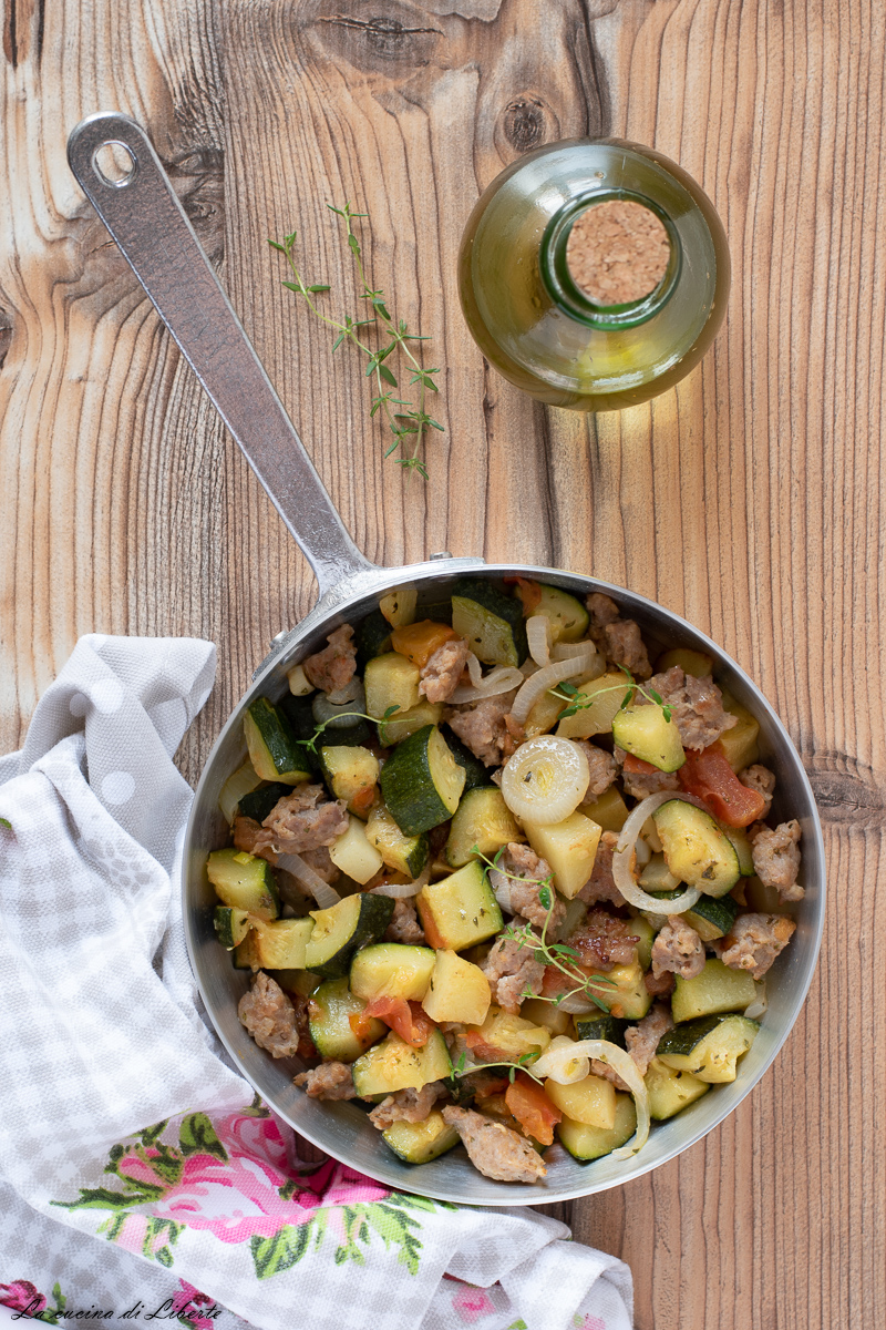 Zucchine con salsiccia e patate d