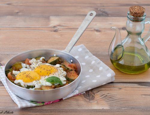 Zucchine con uova in padella