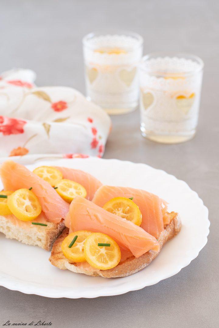 Crostini con salmone affumicato d