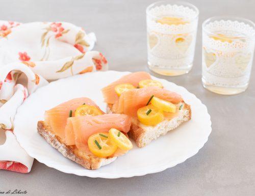 Crostini con salmone affumicato