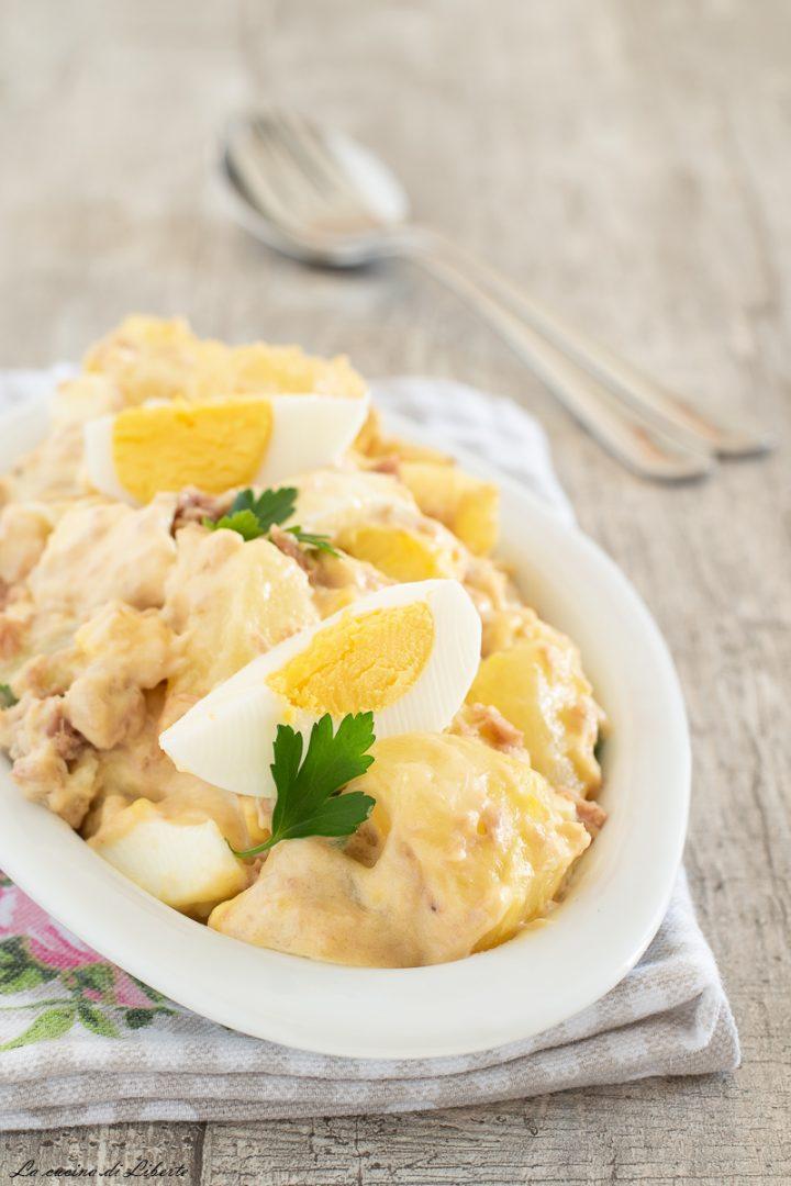 Insalata di patate con tonno e uova d