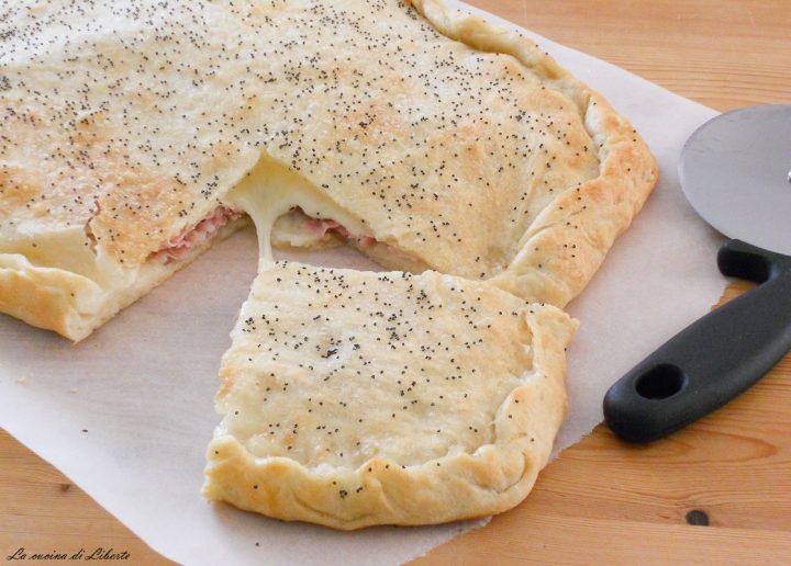 Focaccia farcita prosciutto e formaggio 1
