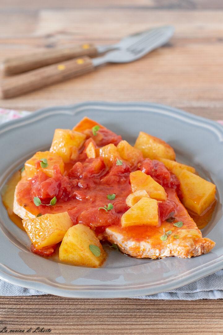 Pesce spada con patate e pomodori d