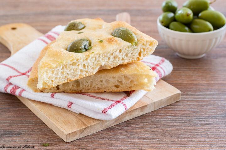 Focaccia con olive e origano f2