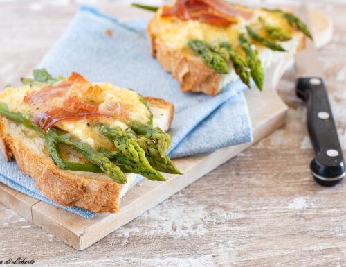 Bruschette con asparagi