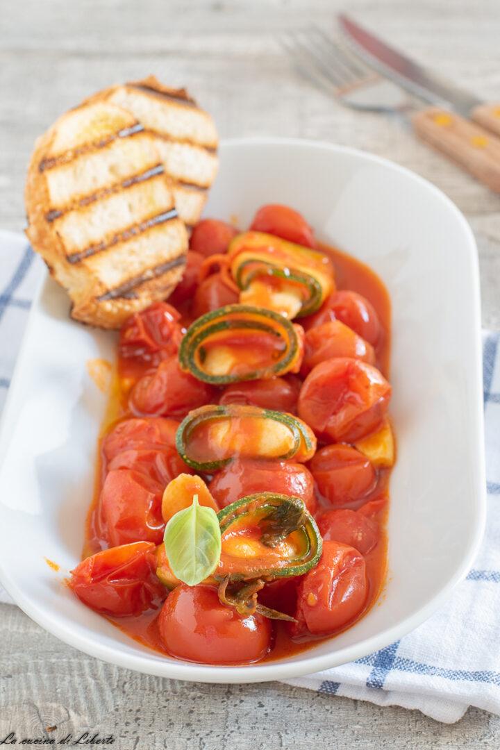 Rotolini di zucchine al sugo d