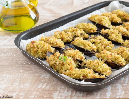 Cozze gratinate al forno con aglio e prezzemolo