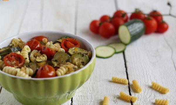 Fusilli bucati con zucchine e pomodorini