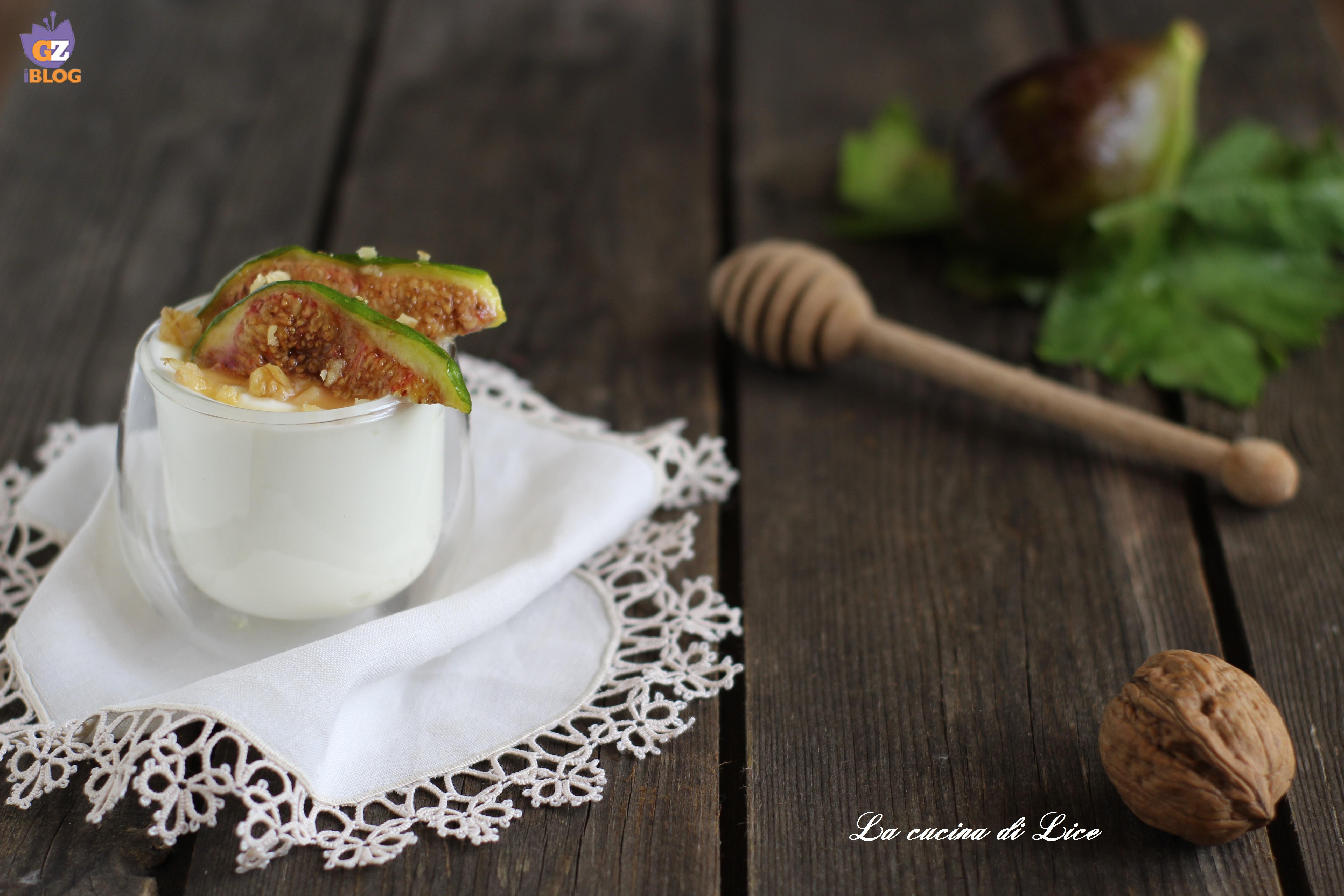 Yogurt greco con fichi caramellati e noci