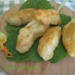 Fiori di zucchina ripieni e fritti in pastella – Ricetta semplice