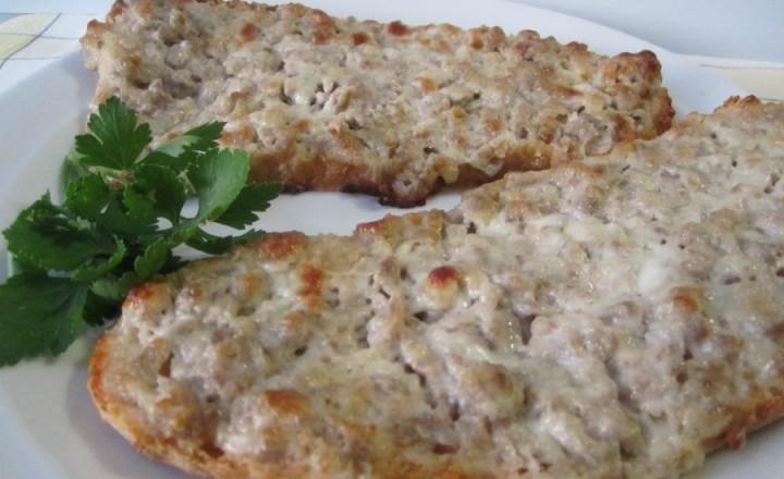 Bruschette con salsiccia e crescenza