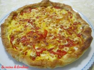 torta salata con peperoni e formaggio