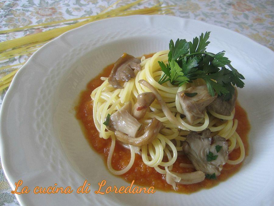 spaghetti con funghi su vellutata di zucca
