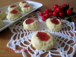 biscotti con gocce di marmellata