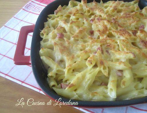 Pasta al forno con provolone piccante
