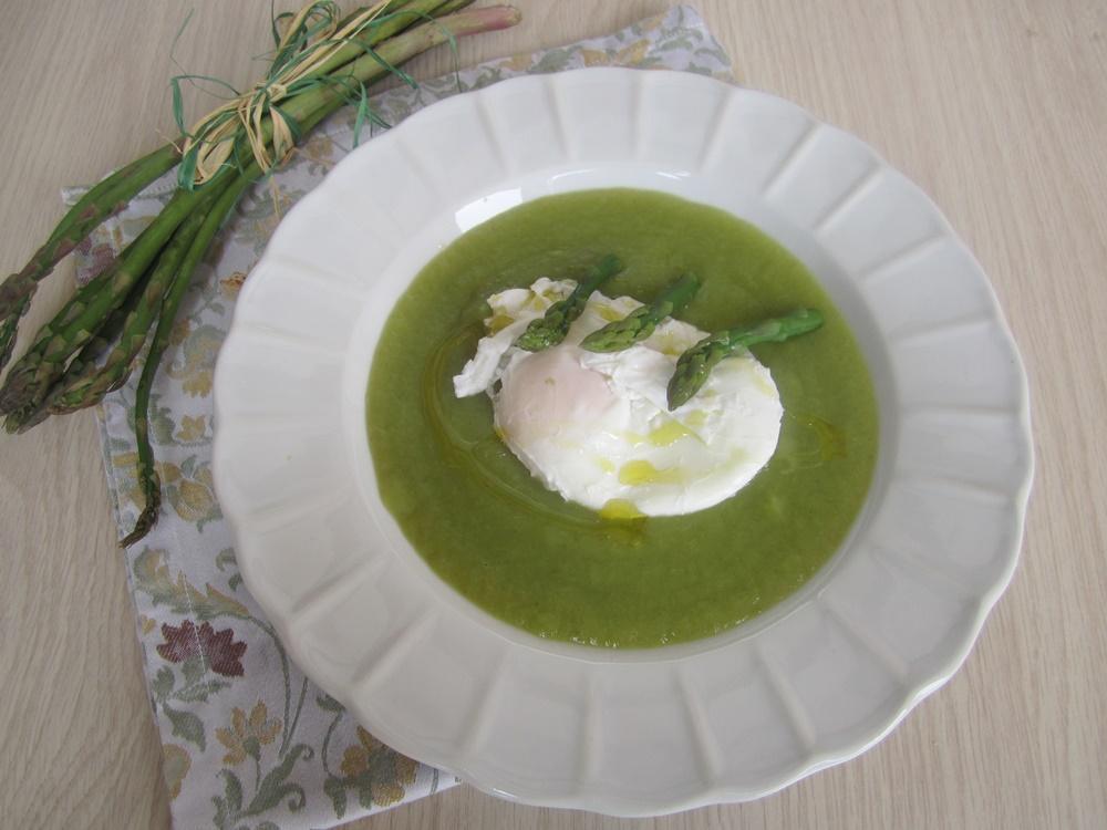 crema di asparagi con uovo