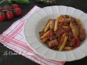 pasta con peperoni verdi e salsiccia