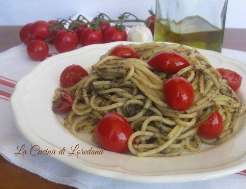 Spaghetti con Crema di olive e Pomodorini