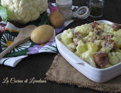 Patate con cavolfiore e salsiccia al forno