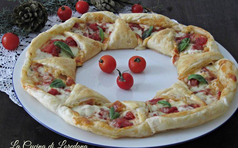 Ghirlanda di pasta sfoglia alla pizza