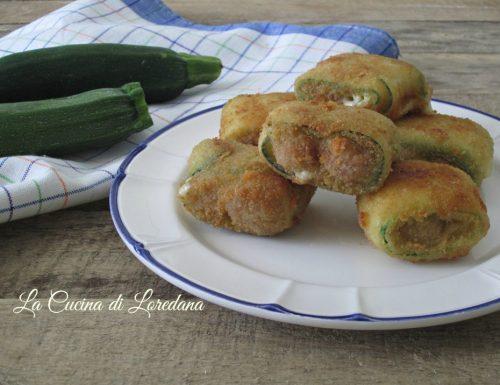 Zucchine ripiene con salsiccia e formaggio