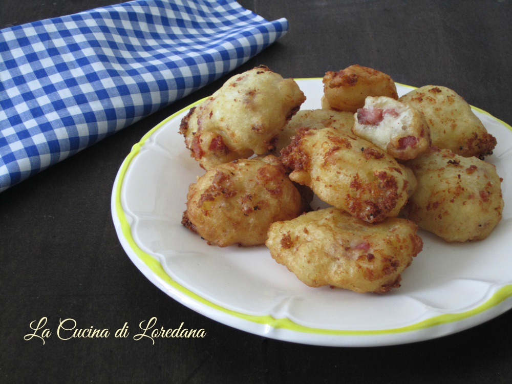 Frittelle salate con scamorza e salame