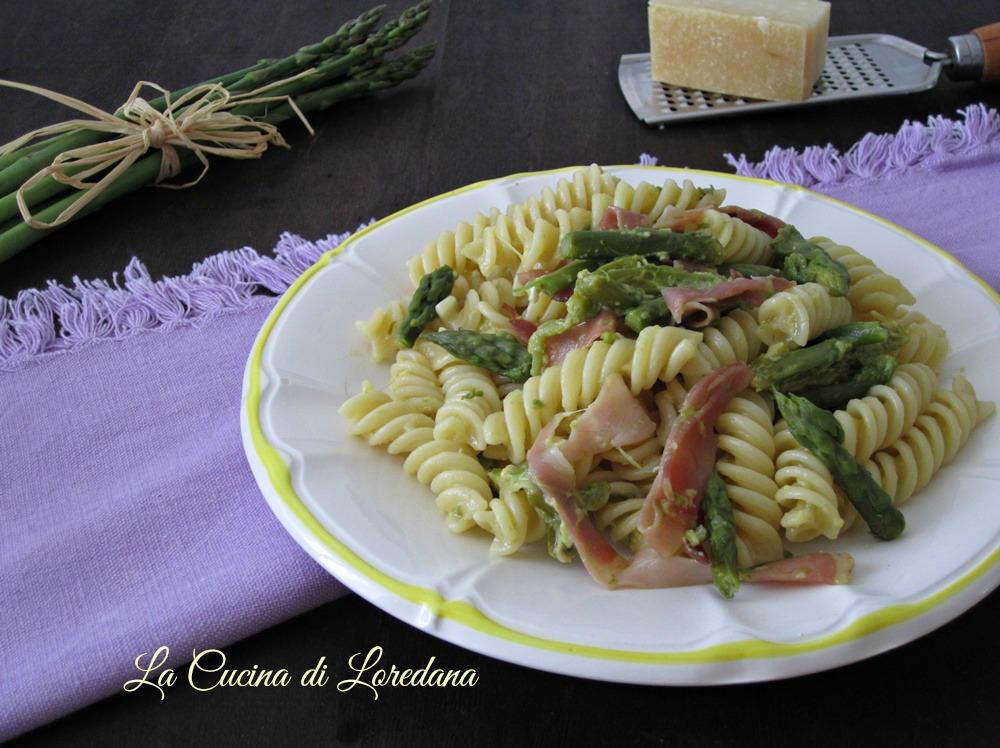 Pasta con asparagi e speck