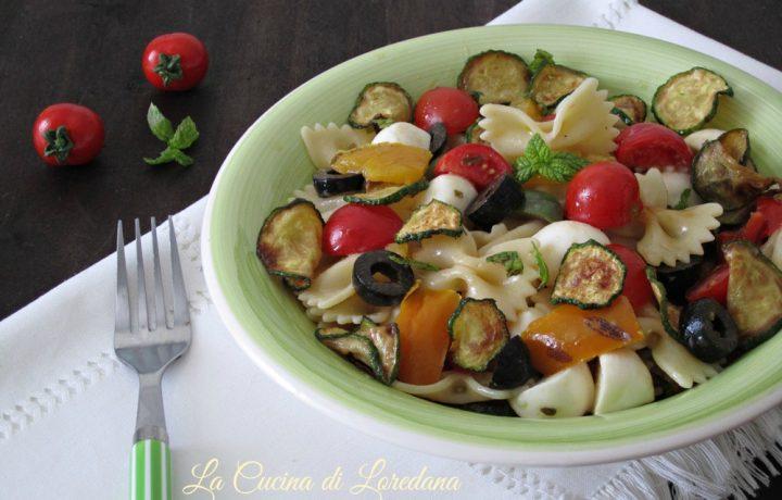 Pasta fredda con zucchine e peperoni