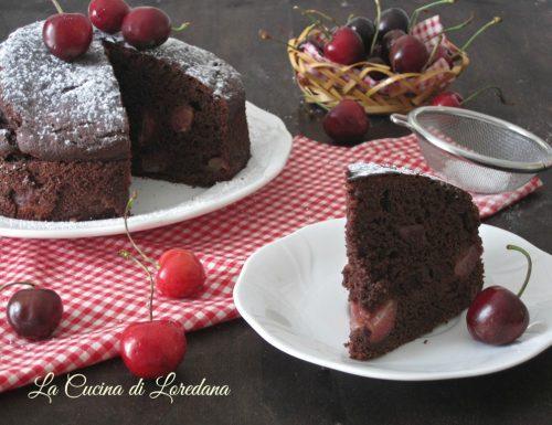 Torta morbida di ciliegie e cioccolato