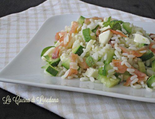 Insalata di riso con salmone e zucchine