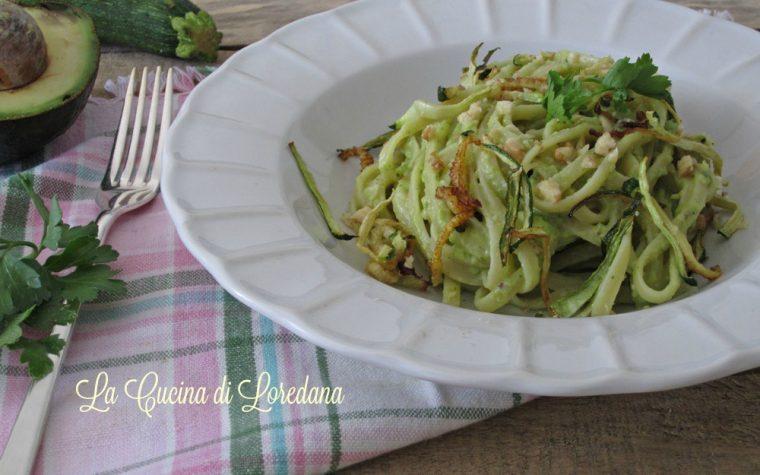 Pasta con crema di avocado e zucchine