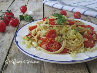 pasta con pomodorini e mollica di pane
